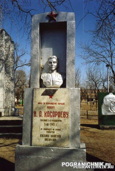 КТПО, пос. Пограничный. Памятники в парке Котельникова.