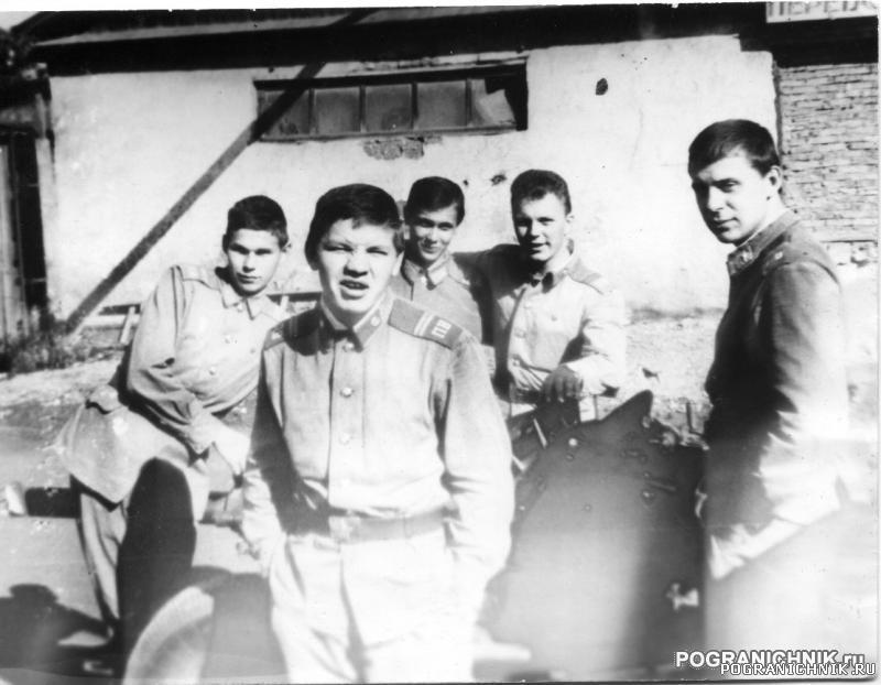КТПО Дальнереченск 87-88 - сержанты МБ на занятиях в автопар