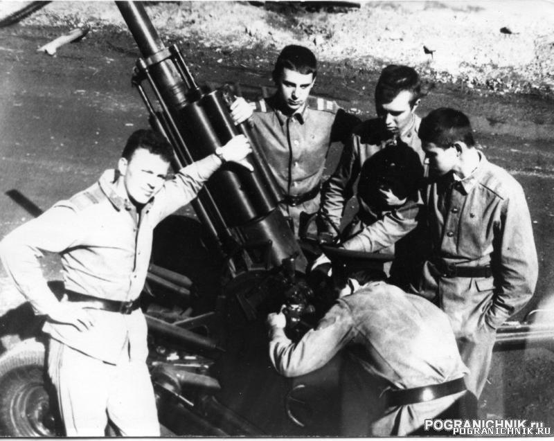 КТПО Дальнереченск лето87 - сержанты МБ на занятиях.jpg