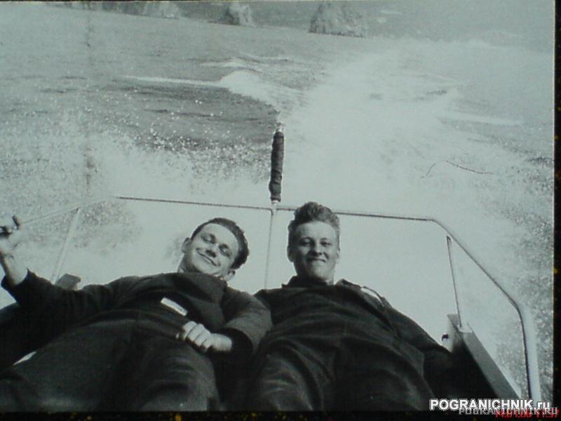 Леха и Андрюха возле Артека.JPG