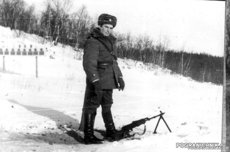 Стрельбище за 10 ПЗ, ст. пр-к Козелков пристрелевает мой пул