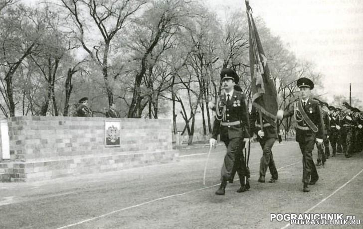 Гродековский отряд. Вынос знамени 2002 год. Фото из книги &q