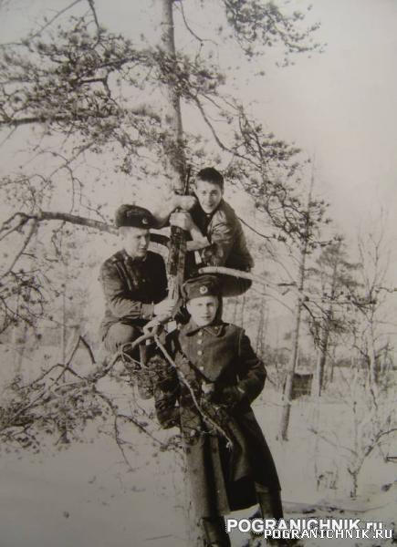 Никель 1984. Сидор - деж по КПП, Седой и я.