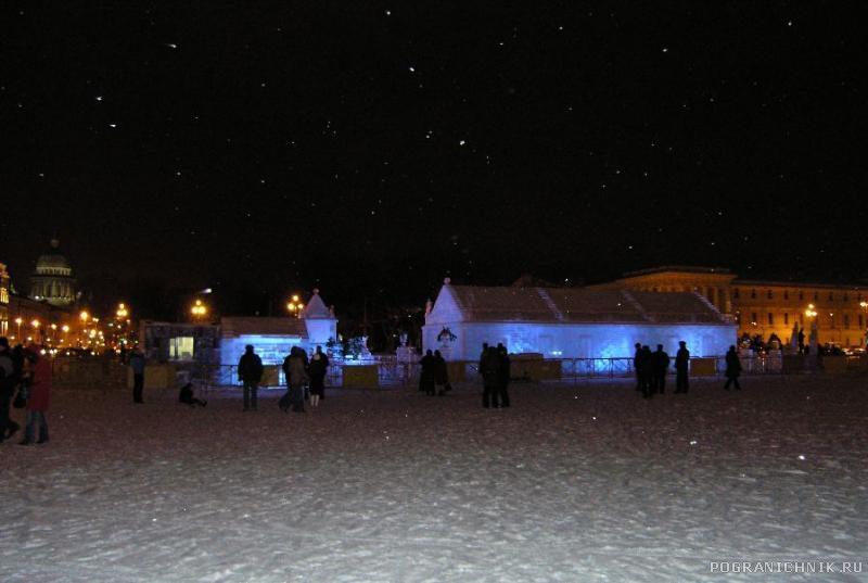 В ночном Питере.  Ледяной дворец.