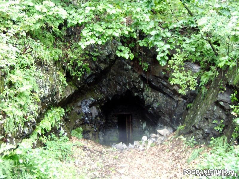 Один из входов в многоярусные Карбышевские сооружения