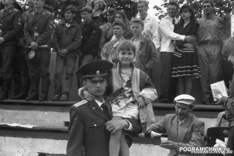 Колхоз выпуск94 лейтенант Усольцев.jpg