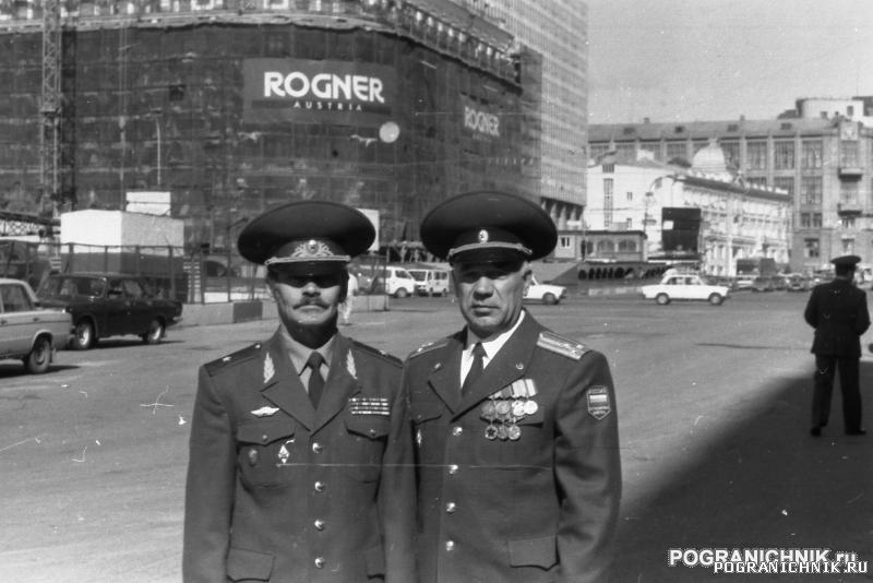 Колхоз выпуск94 справа Комбат полковник Федосеев.jpg