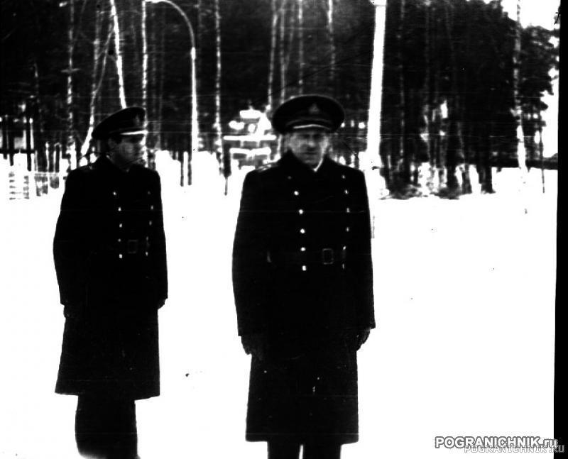 Высоцкий, комбриг кап-1 Дубинин, на заднем плане ЗНШ
