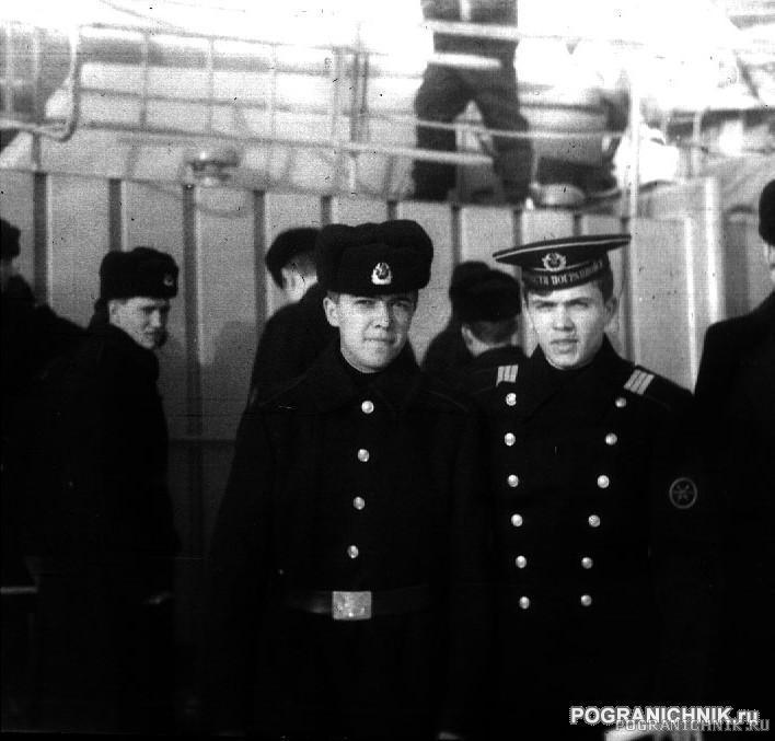 Высоцк зима 1998 г. Мой Старый (Факов) и Старпом (Тутунару).