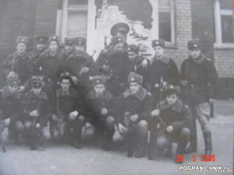 Перед входом в казарму 95 ПОГО осень 1980г