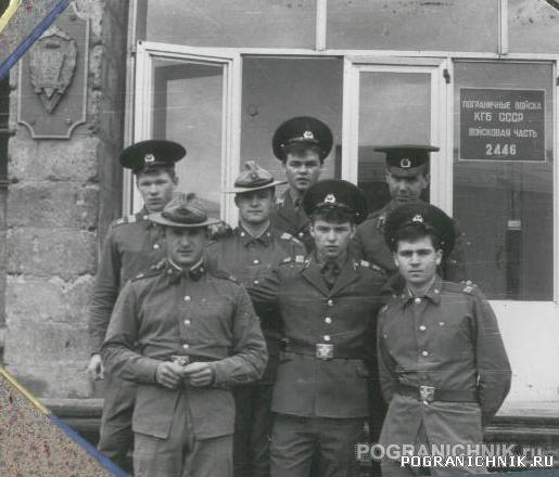 КзакПо Арташат Май 87 (годки) в/ч 2446 на входе в школу СС