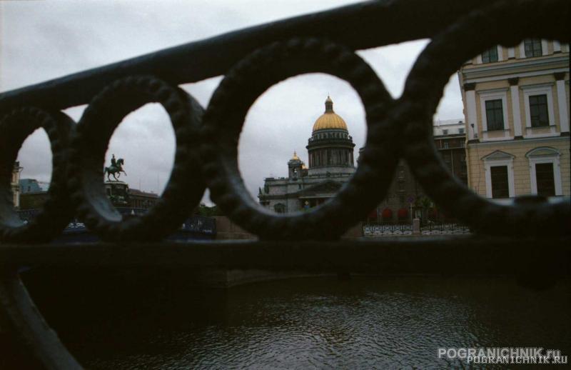 парапеты, мосты, памятники