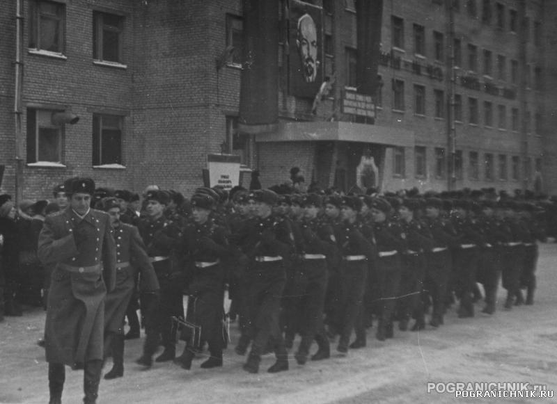 """ОКПП """"Ленинград"""", 82-84 гг. Торжественным маршем.."""