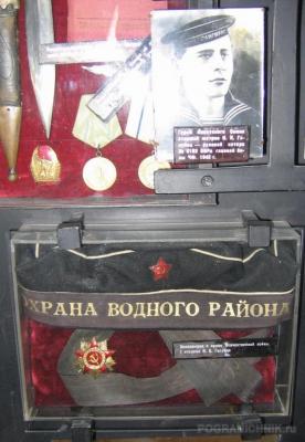 Бескозырка и орден Отечественной войны I степени И.К. Голубц