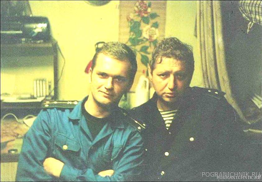 Я с боцманом ПСКР-818 мичманом Демьяновым.1995