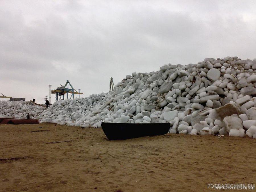 Лед наступает на порт Мариуполь!