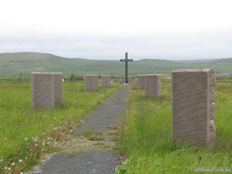 Центральная аллея мемориала жертв войны. Печенга.