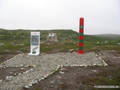 Памятник павшим воинам 100-го Никельского отряда.