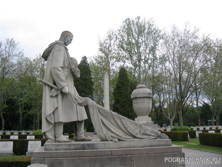 Вена. Центральное кладбище города. Часть мемореального компл