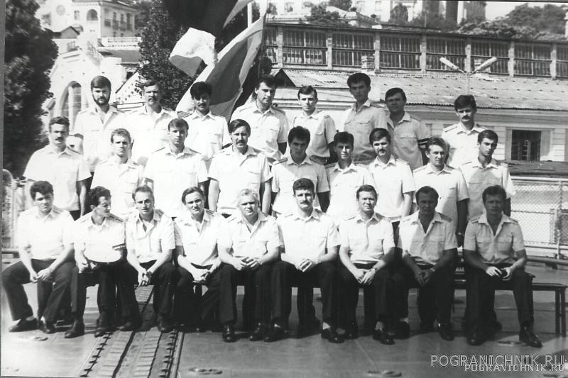 Первый экипаж - офицеры и мичманы