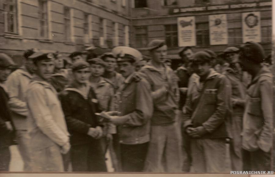 Сводный отряд 1 школы на сбор винограда 1981 г.