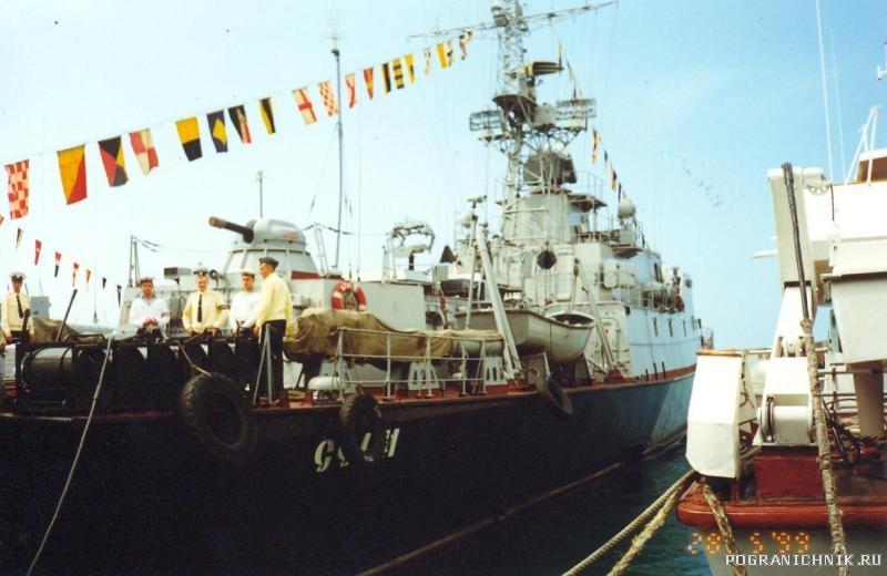 28мая-99г.СОЧИ.НУ,очень красивый корабль.