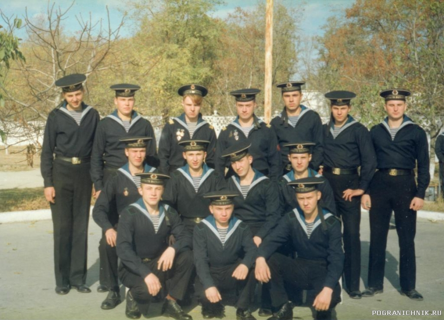 Матросы-курсанты (весна 93) и старшины;42 рота,3 взвод школы