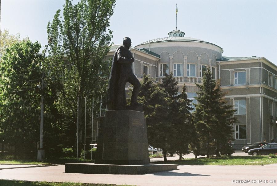 Герою Советского Союза Ивану Ткаченко