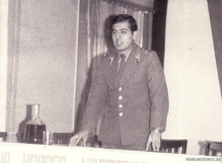 Комсорг отряда, ст. лейтенант Бойченко.