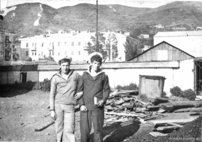 С молодым Мишей Егоровым на фоне офощехранилища