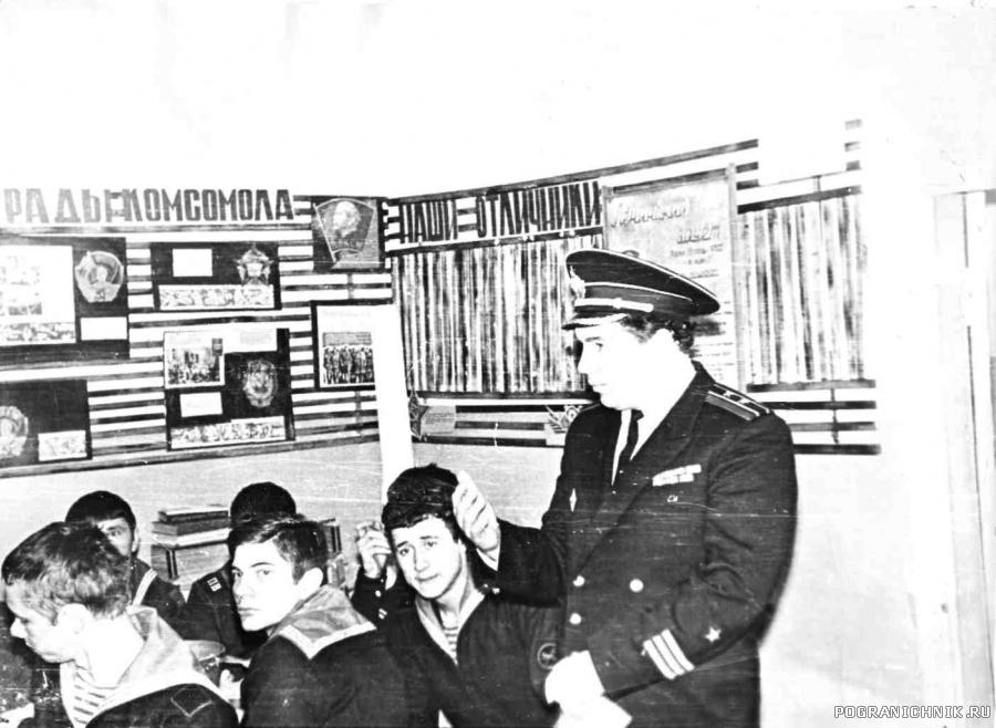 Командир Береговой Базы с Новогодними напутствиями.