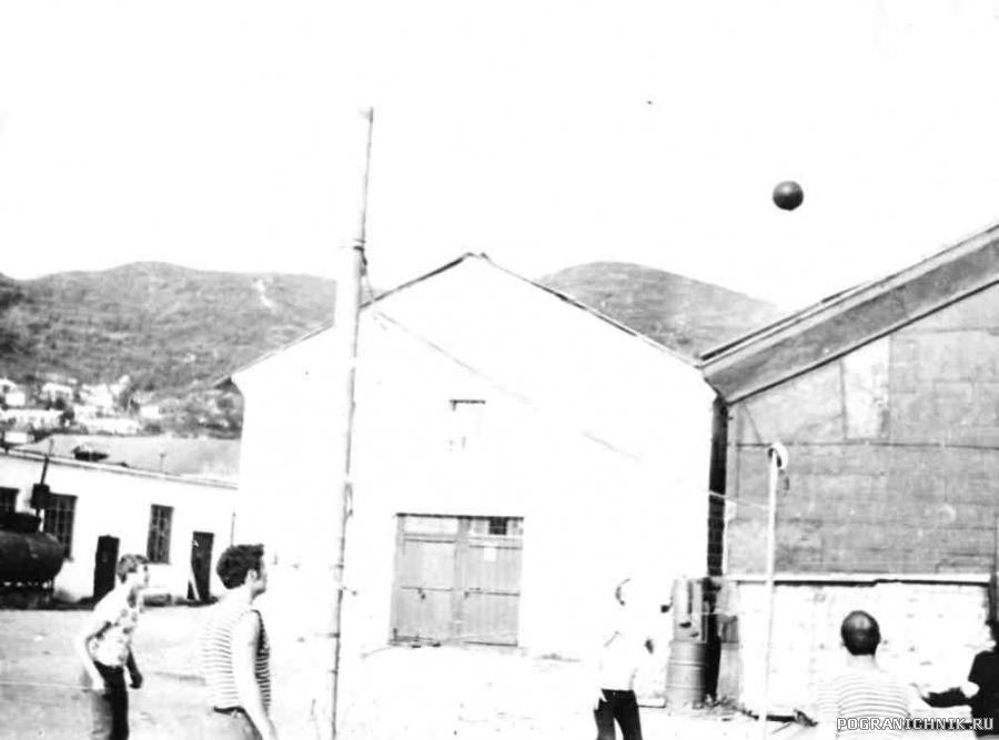 Вечерний волейбол.