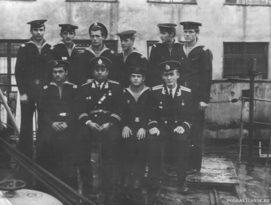Фото с командиром корабля.jpg