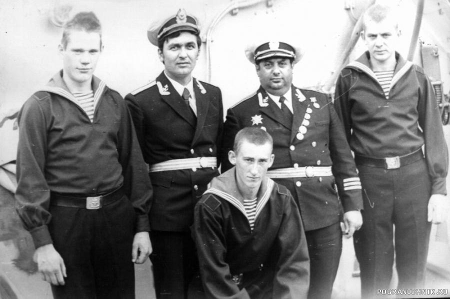 Командир и моряки ПСКР Бдительный.jpg