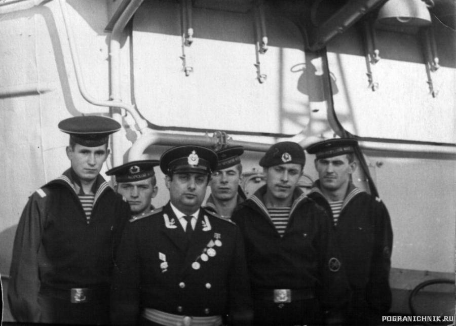 Фото с командиром корабля 1.jpg