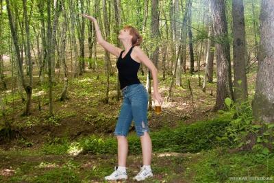 Стоит в лесу статУя...