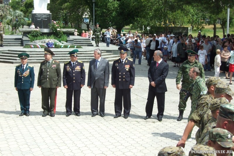 28 мая  у могилы неизвестного солдата Сухум. Абхазия1