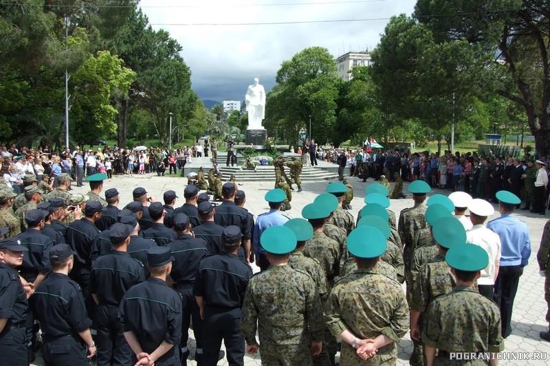 28 мая  у могилы неизвестного солдата Сухум. Абхазия