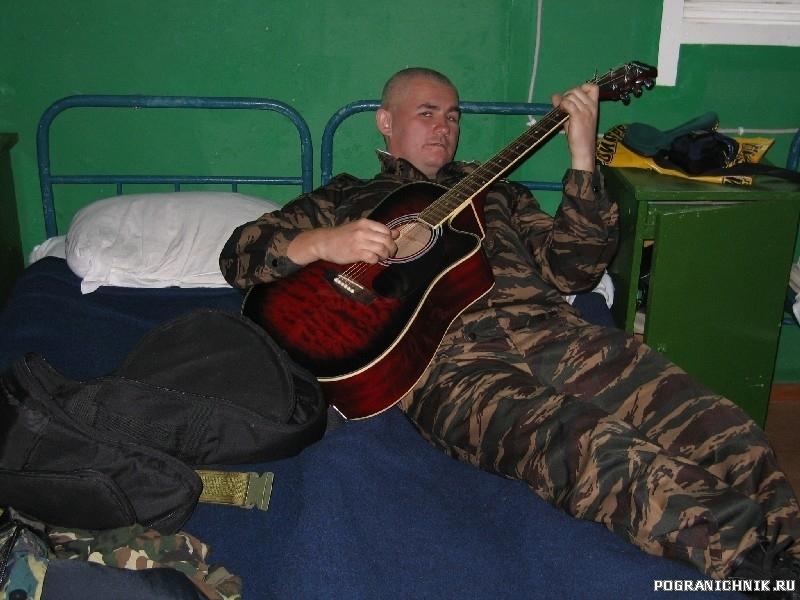Павел во время своего сольного концерта