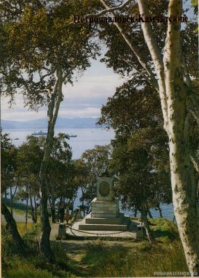 Вид на Авачу и памятник первопроходцам