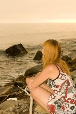 Ждущая на берегу...