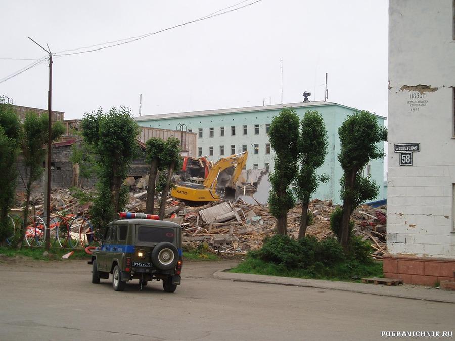 Возле Роты,Штаба,после землятресения