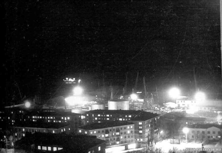 Невельск ночью 1980г