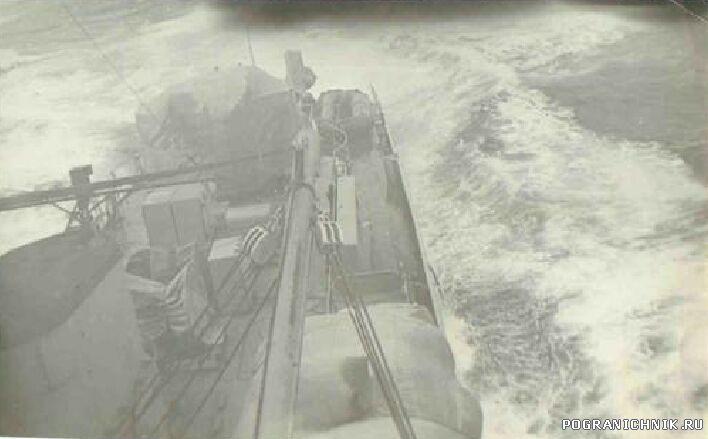 Уходим от тайфуна с Командор.jpg