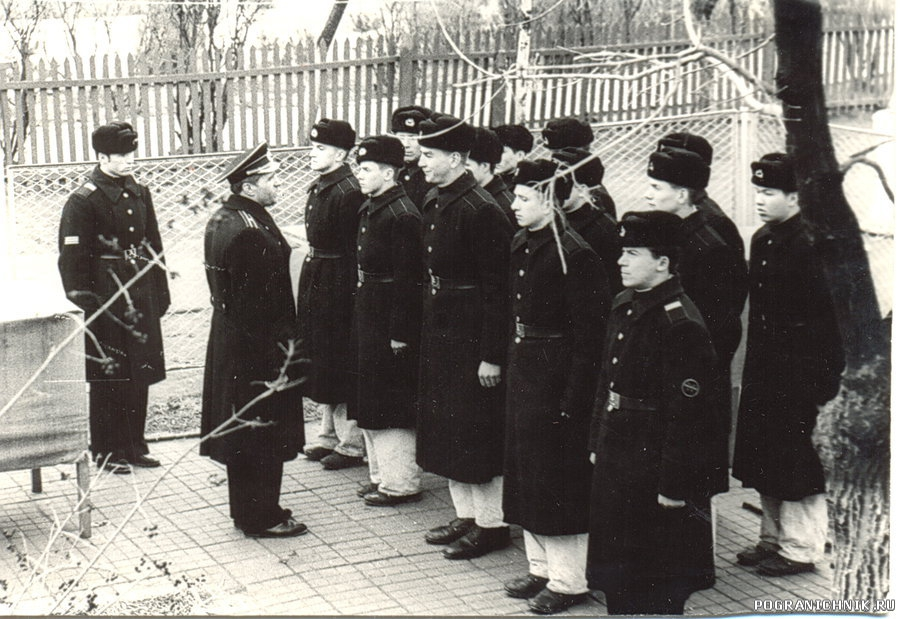 Инструктаж караула 82-я смена 8 рота призыв 76 г.