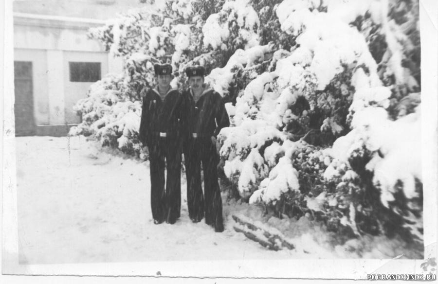 Зима в Анапе 77-78. Здание на заднем плане знает каждый.