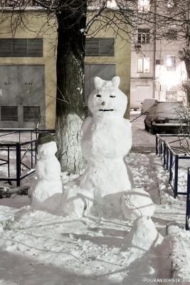 Наш снеговик - Снеговичка..)))