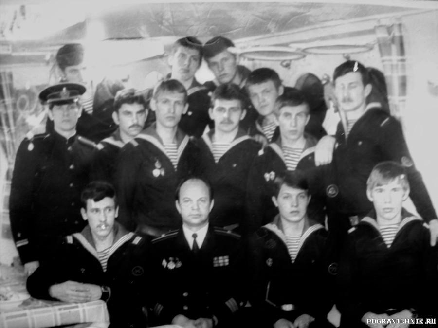 дембельский 81 г. командир Н. Сурков . в центре .