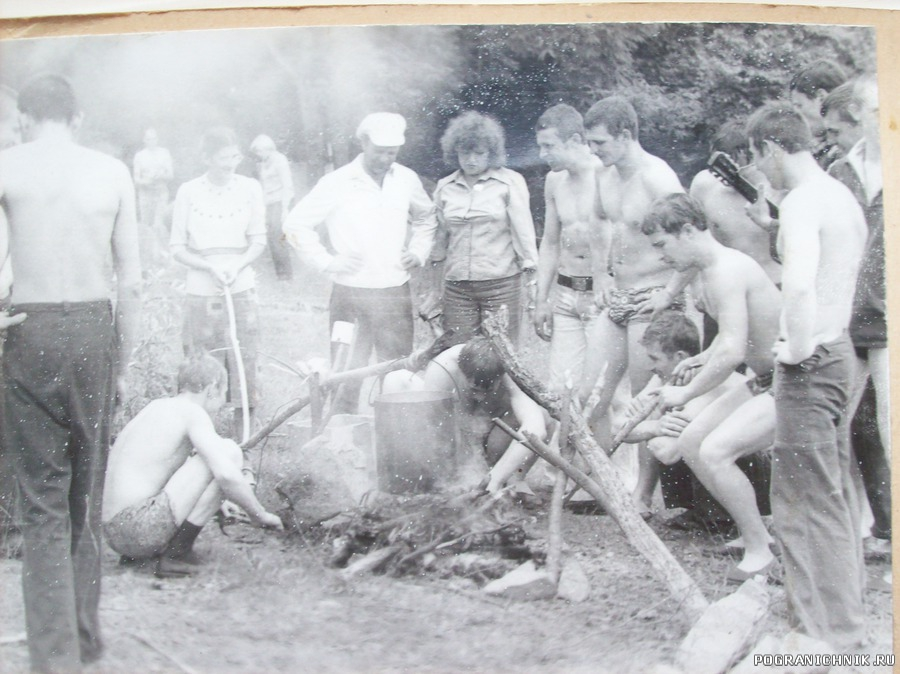 Годки  с командиром Н . Сурковым .1981г . Н . Старшинов .