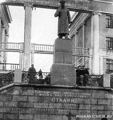 Памятник И.В.Сталину в Полярном.